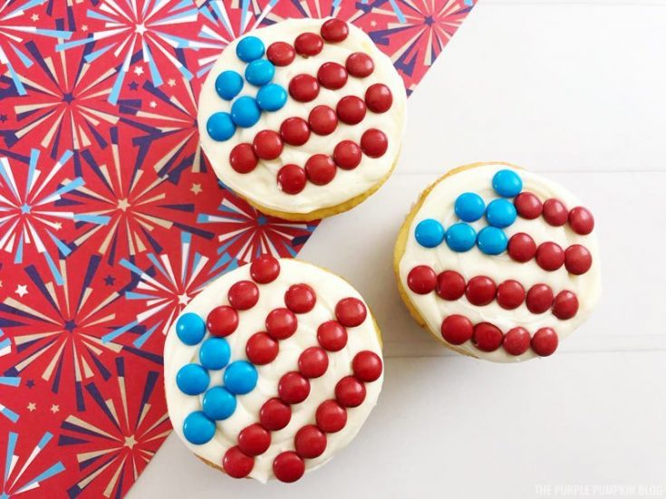 Super Simple American Flag Cupcakes For 4th Of July!